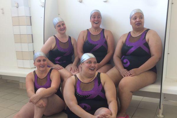Ces nageuses luttent pour l'intégration des lesbiennes dans le sport avec la joie de vivre comme arme.