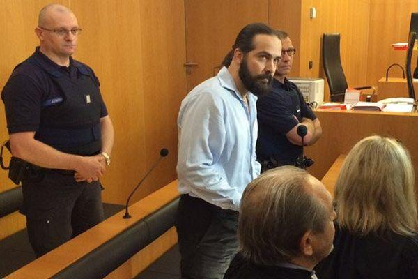 Sylvain Jouanneau, dans le box des accusés, lundi 1er juin 2015 au matin aux Assises du Calvados.