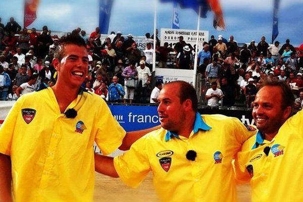 Antoine Dubois avec Dylan Rocher et Stéphane Robinaud, quadruples champions du Mondial.