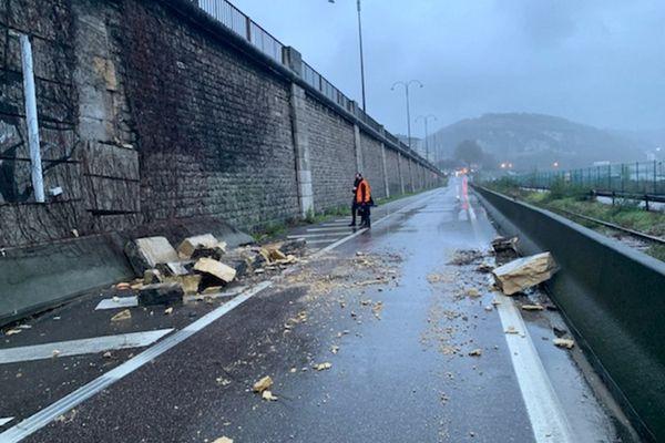 Les quais bas rive droite de Rouen fermés à la circulation jeudi 28 janvier à cause d'une suspicion d'affaissement au niveau du pont Corneille.