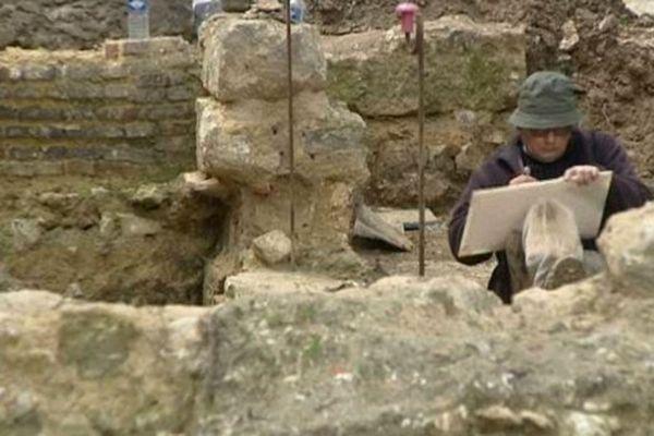 Scène de vie ordinaire sur le chantier de fouilles.