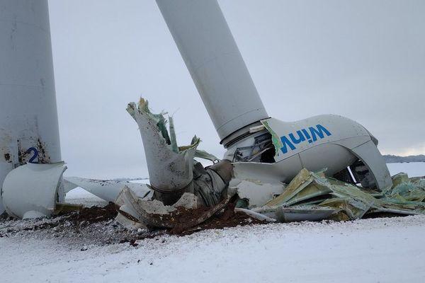 Une éolienne s'est brisée en deux à Campeaux (Oise), ce 23 janvier 2019.