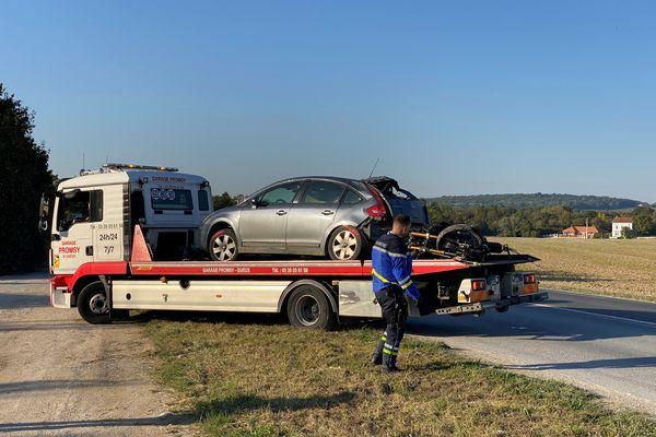 L'accident s'est produit entre une Citroën C4, qui transportait trois personnes à son bord, et une moto.