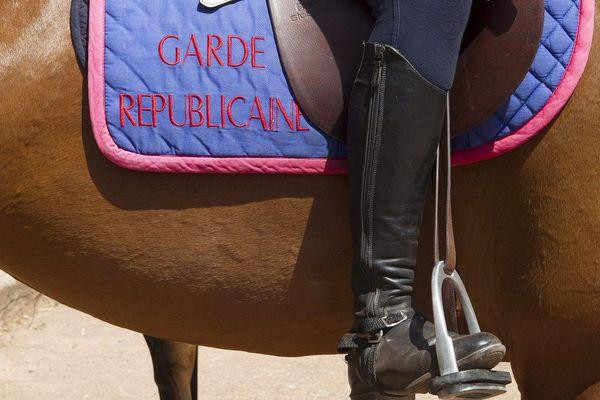 6 chevaux de la garde républicaine arrivent sur le littoral breton