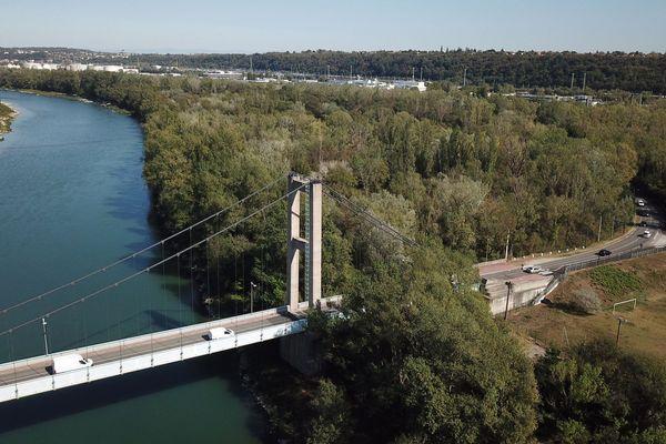 Le pont de Vernaison (Rhône) enjambe le fleuve depuis 1959. Photo d'archive.