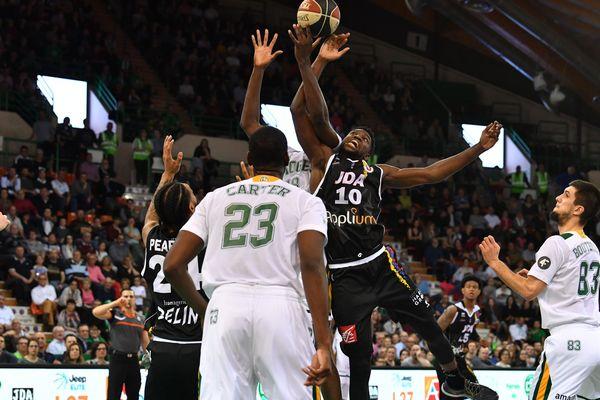 La JDA voit sa série de victoire stoppée par le Limoges CSP.