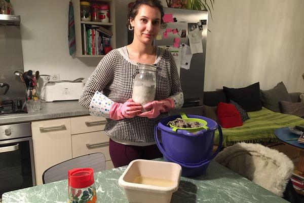 Aurélie utilise les cendres qui contiennent de la saponine pour ses lessives