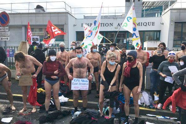 Les professeurs d'éducation physique et sportive manifestaient aujourd'hui à Périgueux