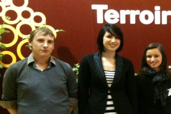 Damien Bourgoin, Gwenaelle Deschamps et Karine Cailloz, élèves de BTS technico-commercial en vins et spiritueux en Côte d'Or, font partie des 6 finalistes du concours européen des jeunes professionnels du vin 2013.