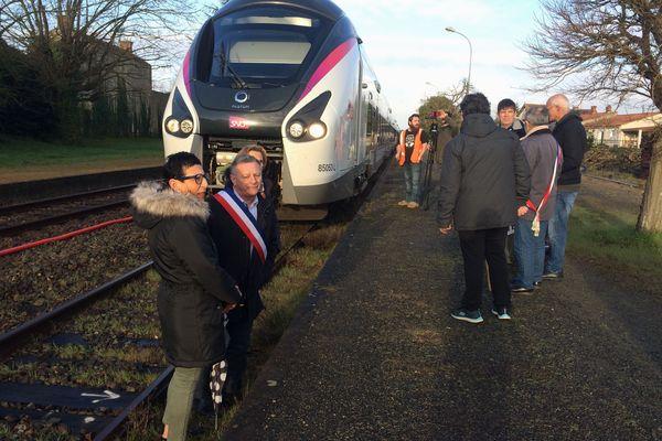 Des élus et des habitants mobilisés ce mardi pour l'avenir de la gare de Luçon.