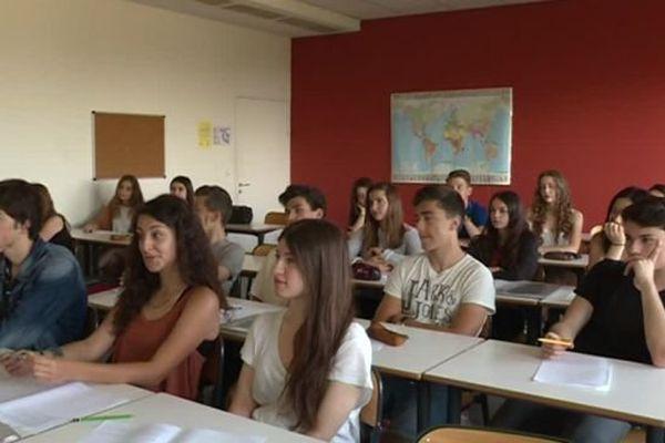 """Les élèves du lycée Jean Jaurès de Saint-Clément-de-Rivière, dans l'Hérault, votent """"Languedoc"""" - 6 juin 2016"""