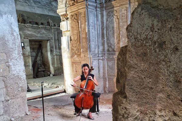 Astrig Siranossian dans le choeur de l'Abbaye du Ronceray