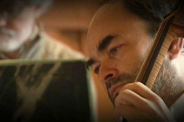 Christophe Coin, dirigeant l'Ensemble Baroque de Limoges