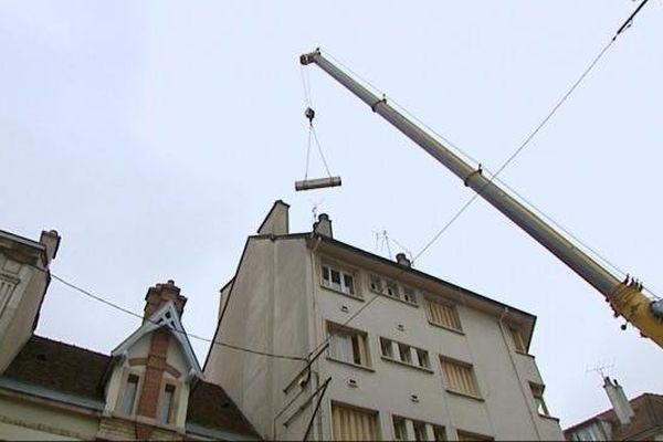 Les antennes sont en cours d'installation, rue du Chaignot, à Dijon