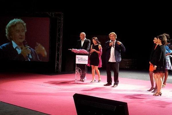 Sète (Hérault) - Emilien Jubineau (France 3) reçoit le prix du scoop de l'année lors de la 27e nuit de la presse - 26 juin 2013.