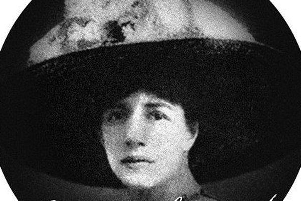 Née à Amiens, Renée Lafont est la fille de Charles Lafont et d'Ernestine Leclercq.