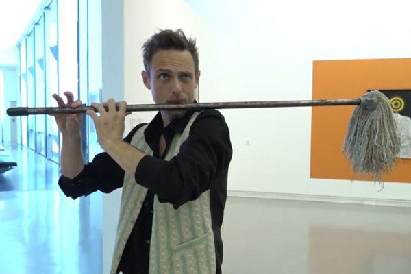 Christophe Servas, celui qui fabrique des instruments de musique avec des objets recyclés plus vite que son ombre !