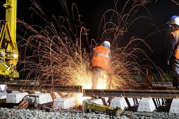 SNCF Réseau va changer les aiguillages en gare de Montaigu (Vendée), conséquence, pas de train entre 15h30 le 9 novembre et 15h30 le 10 novembre 2019, mais des autocars de substitution