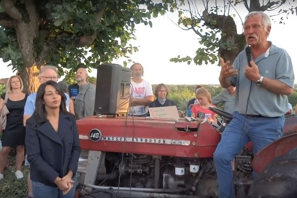 José Bové aux côtés de Karima Delli à Kolbsheim le 10 septembre quelques heures avant l'intervention et le jet de gaz lacrymogènes par les gendarmes mobiles.