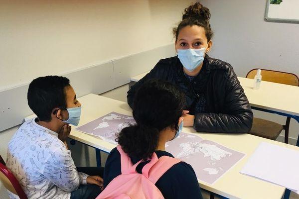 Marie Agrebi, en master 2 de sociologie, effectue des cours de soutien scolaire pour l'association AMI