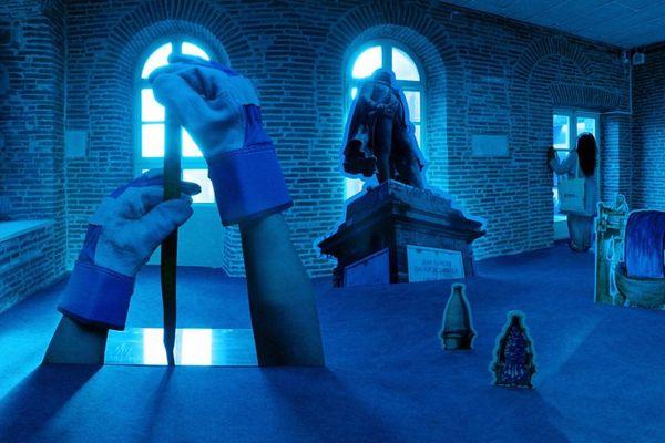 installation de Maria Tsakgari d'une entreprise fictive qui transforme le vert de la nature en bleu