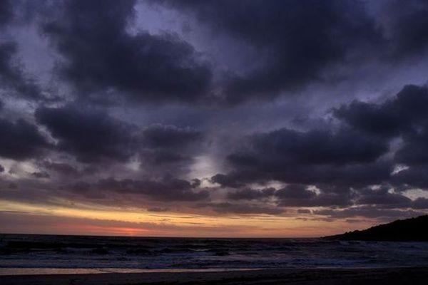 La météo de ce jeudi 20 février en Corse : le soleil brille, sauf sur la côte orientale où il faut attendre que quelques nuages se dissipent.