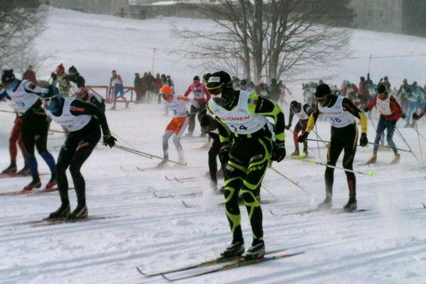 Les Rousses, février 2012 : Les concurrents de la Transjurassienne en style classique ont pris le départ