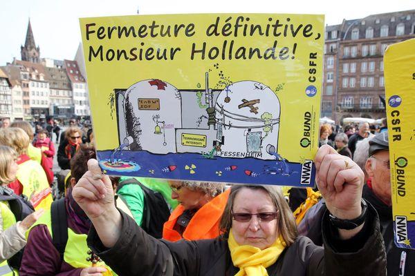 Une manifestation d'opposants au nucléaire en mars 2015 à Strasbourg avait rassemblé 300 personnes demandant l'arrêt définitif de la centrale nucléaire de Fessenheim.