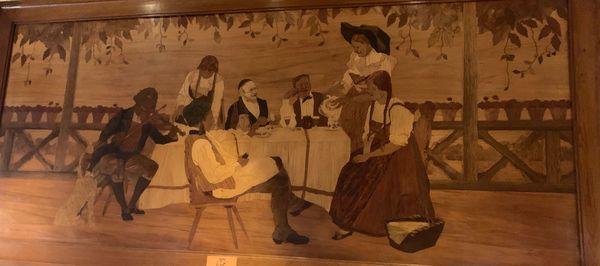 Un des tableaux de fines lamelles de bois collés, du maître marqueteur alsacien Charles Spindler