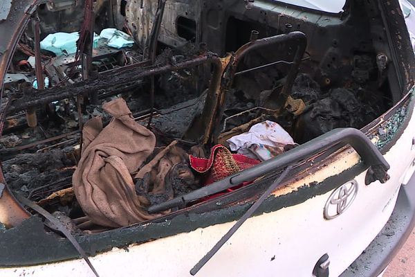Tout a brûlé dans la voiture