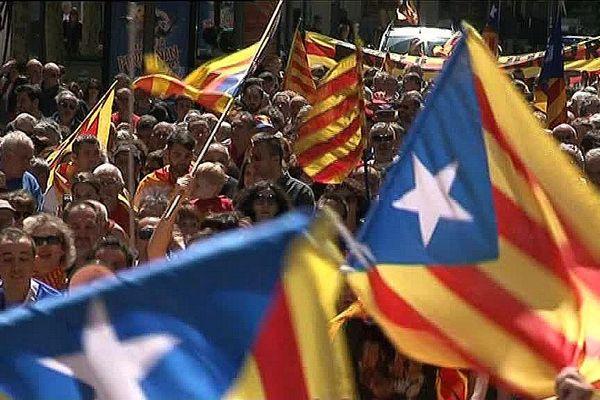 Du rouge, du jaune et l'étoile sur fond bleu : le drapeau catalan à l'honneur aujourd'hui à Perpignan.