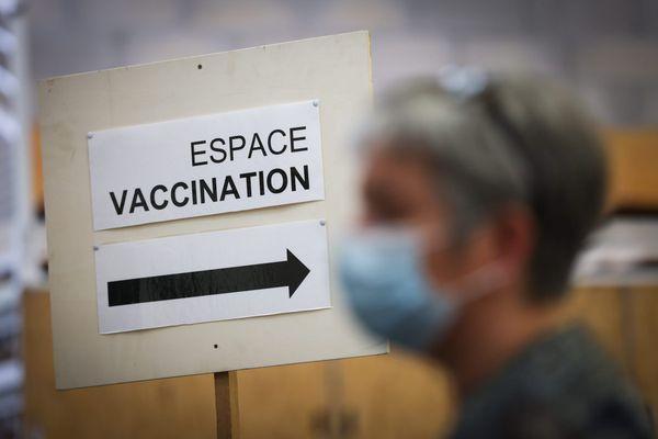 En Corse, près de 147.000 personnes, soit 43% de la population, ont reçu les deux injections de vaccin.