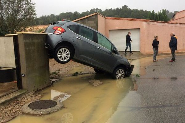 Pluies et inondations font au moins six morts dans l'Aude. Les pompiers du Var en renfort.