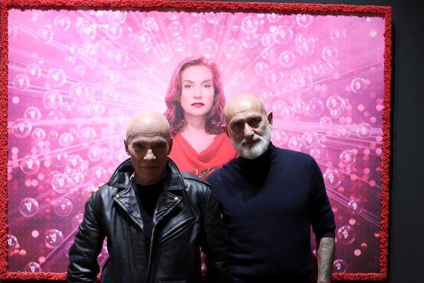 Le duo Pierre et Gilles en compagnie d'Isabelle Huppert, représentée sur une de leurs œuvres.