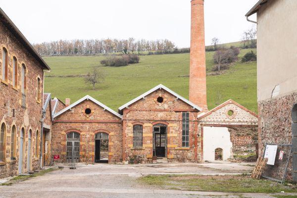 L'ensemble des bâtiments situés au fond de cour de la Manufacture, en état de péril imminent il y a peu, sont désormais sécurisés et restaurés, grâce notamment au soutien de la Fondation du Patrimoine.