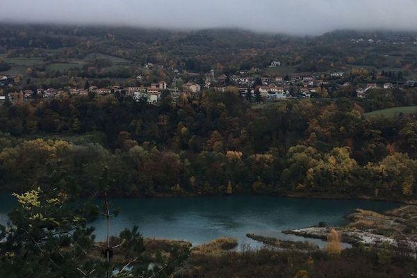 Le village de Saint-Georges-de-Commiers, en Isère d'où est originaire le principal suspect