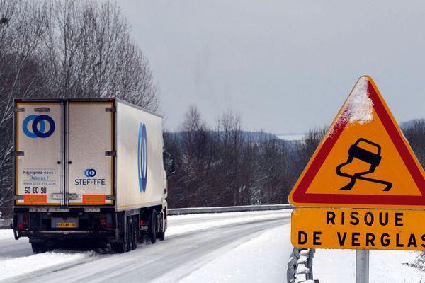 Alors que le département de la Haute-Loire est placé en vigilance jaune « neige-verglas » par Météo France, mercredi 9 janvier, la préfecture a décidé d'interdire la circulation des poids lourds de plus de 7,5 tonnes sur la RN 88 entre Firminy et Monistrol-sur-Loire, de 16 heures à 22h00. (Photo d'illustration)