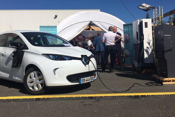 Cent de ces bornes vont être déployées dans le Tarn afin de permettre aux voitures électriques de se recharger.