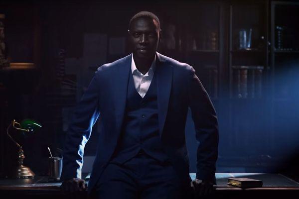 """Omar Sy interprète un gentleman cambrioleur inspiré d'Arsène Lupin dans la nouvelle série Netflix """"Lupin""""."""