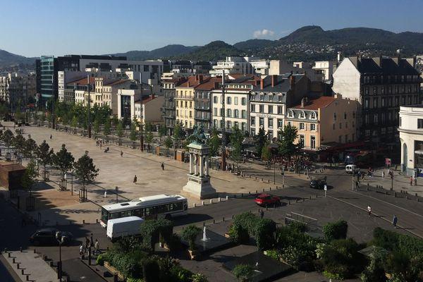"""Les """" gilets jaunes """" convergeront place de Jaude à Clermont-Ferrand samedi 17 novembre"""