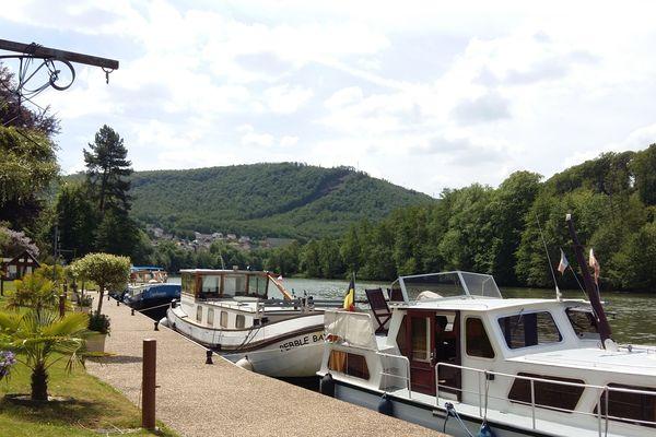 La halte de Revin, une des plus agréables de la vallée de la Meuse pour certains plaisanciers