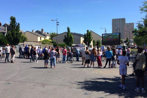 La ville de Charleville-Mézières avait commencé les retransmissions de match des Bleus dans les quartiers, comme ici à la Ronde-Couture.