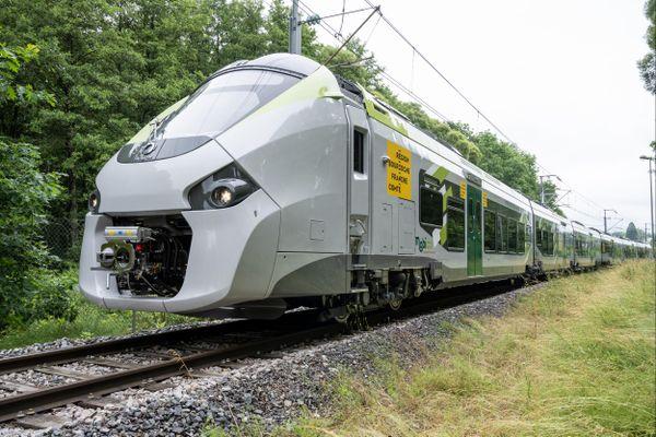 Un train Coradia aux couleurs de la Région Bourgogne-Franche-Comté.