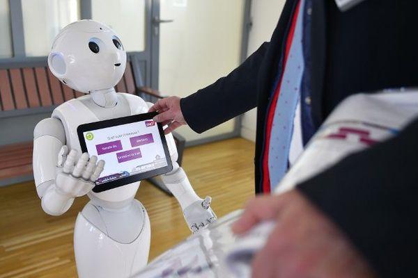 Le robot Pepper, expérimenté à la gare SNCF de Nort-sur-Erdre, a renseigné les voyageurs pendant 3 mois. Une première mondiale.