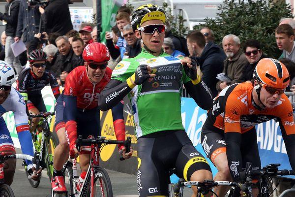 Bryan Coquard s'impose au sprint sur le Circuit Sarthe 2016, le 6 avril 2016.