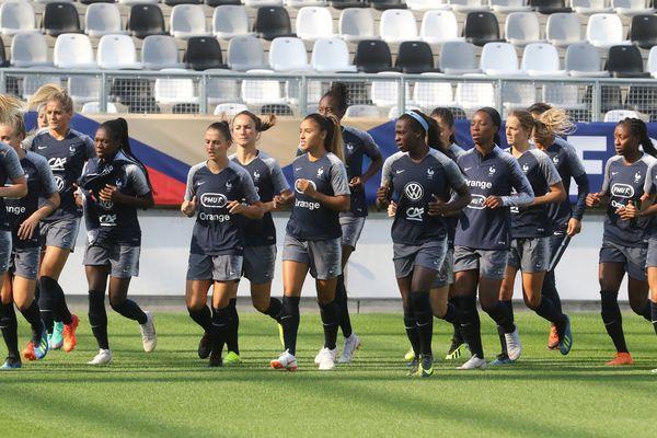 L'équipe de France féminine de football lors d'un entraînement au stade de la Licorne, à Amiens, le 31 août 2018.