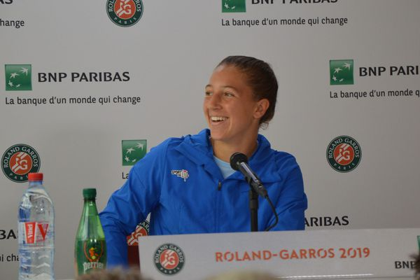 Diane Parry tout sourire, pendant la conférence de presse.