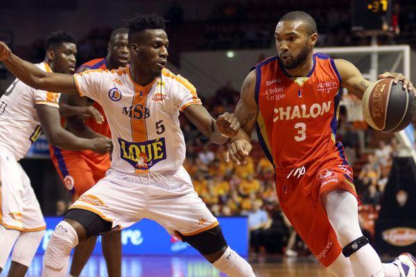 Les Sarthois ont su s'imposer dans cette demi-finale de la coupe de France de basket, à l'image de Lahaou Konaté face au Chalonnais Lance Harris.