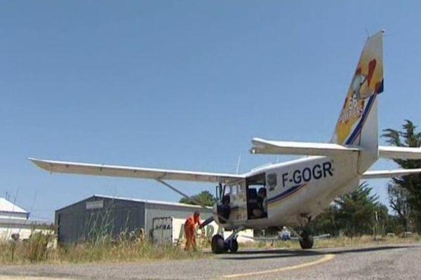 Horus, l'avion du SDISS 66, survole les zones classées à risques d'incendie dans les Pyrénées-Orientales. - Juillet 2015