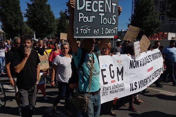 Samedi 15 septembre, 250 manifestants sont venus apporter leur soutien et ont réclamé des droits pour les sans-papiers, place du 1er Mai à Clermont-Ferrand.